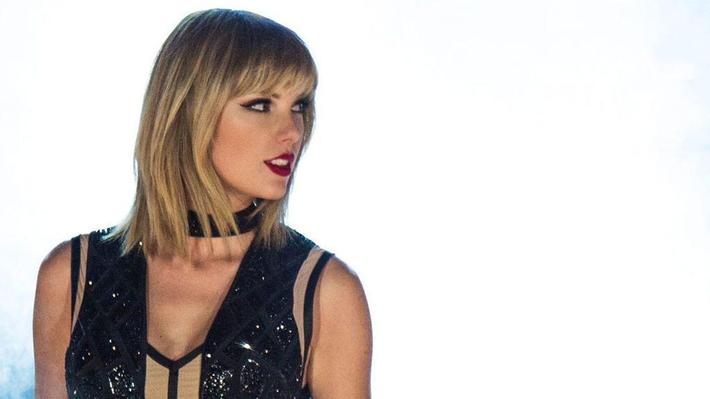 """Taylor Swift, posado 'cara lavada' de buena mañana: """"Soñando despierta"""""""