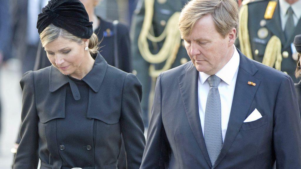 Máxima de Holanda llega a Argentina junto al rey Guillermo y sus tres hijas para despedir a su hermana
