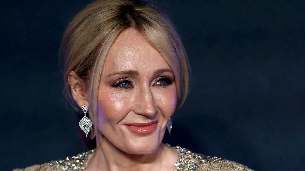 """J.K. Rowling, """"realmente honrada"""" por el agradecimiento de un padre sin recursos"""
