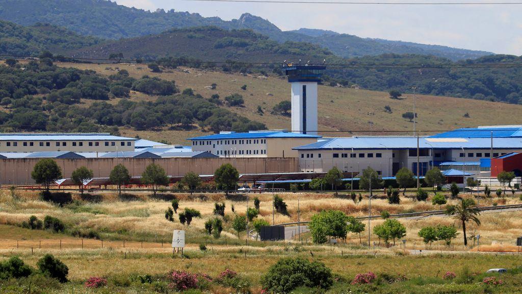 Descubren los cadáveres de dos presos en la cárcel de Algeciras, según UGT
