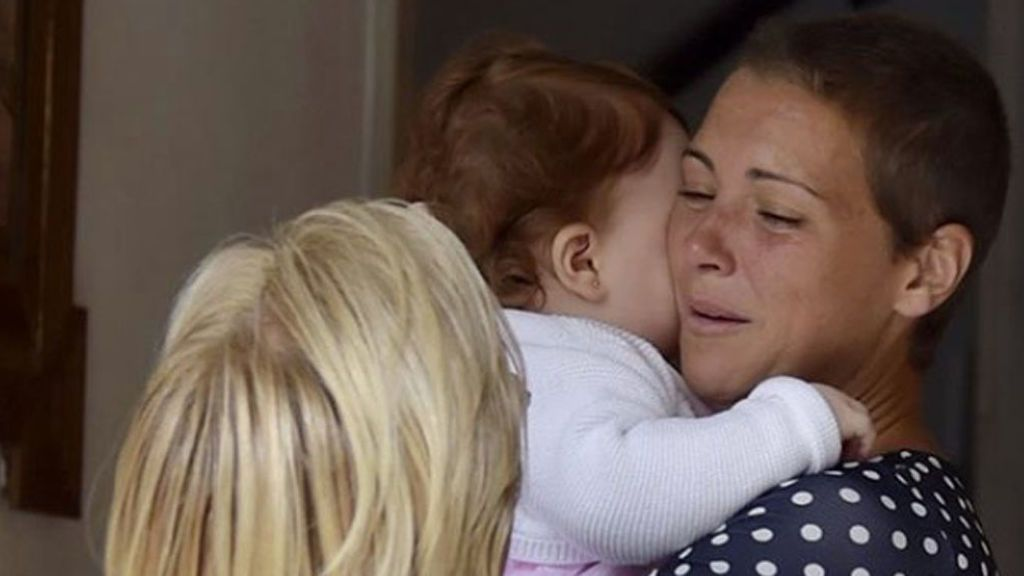 María Jesús Ruiz  vuelve a casa tras la aventura: Las lágrimas del emotivo encuentro con sus hijas