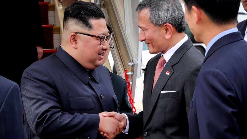 Bienvenida al líder norcoreano ante su llegada a Singapur, donde se reunirá con Trump