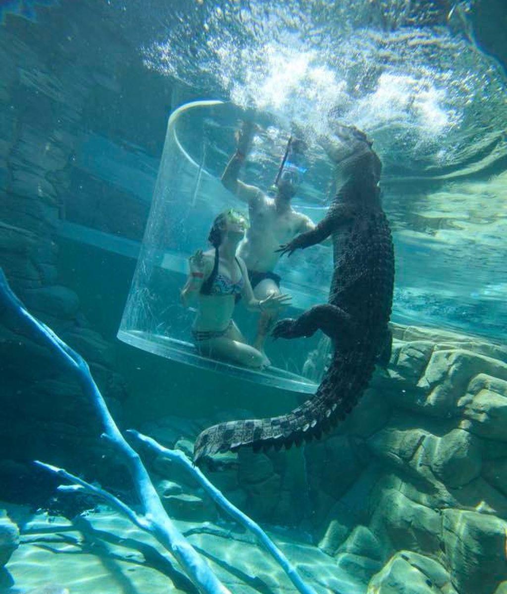 Dentro del agua pareja