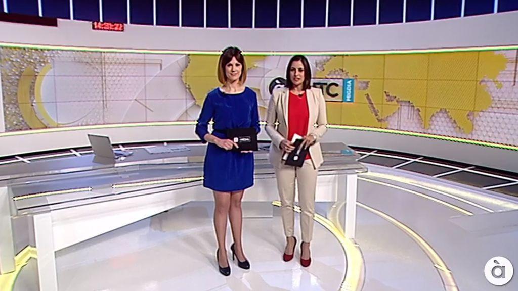 Las presentadoras Adelaida Ferre y Vanessa Gregori, en el primer informativo de À Punt el 10 de junio de 2018, inician las emisiones regulares de la televisión pública valenciana.