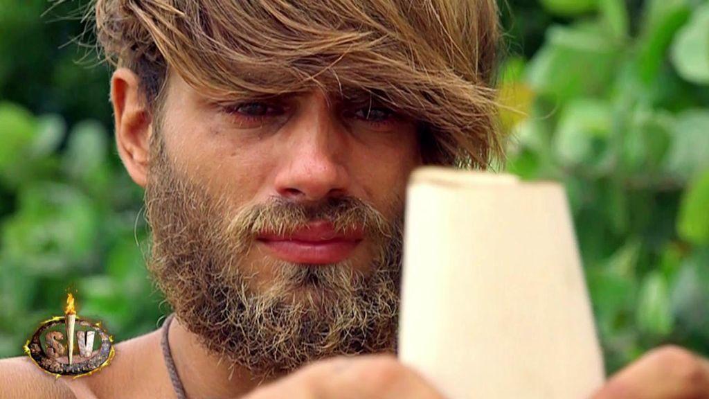 """Sergio Carvajal llora al ver todos sus """"looks"""" y se viene abajo con la carta de su novia"""