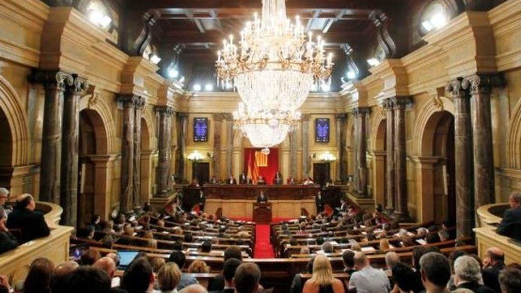 JxCat impulsará una reforma del reglamento del Parlament para investir a Puigdemont