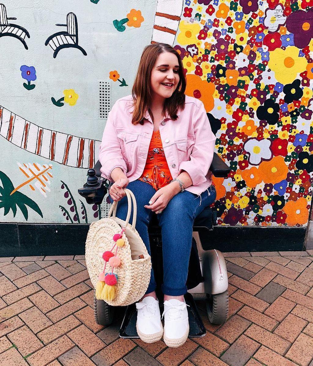 Por una moda más inclusiva: una bloguera en silla de ruedas comparte su estilo