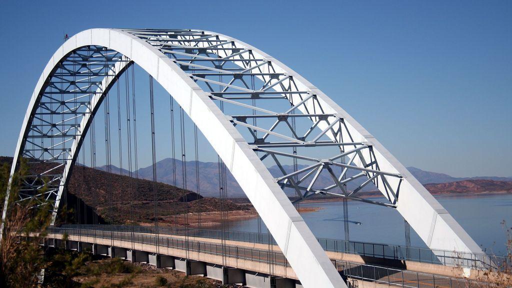 Un hombre muere tras caer por un puente mientras iba al funeral de su padre