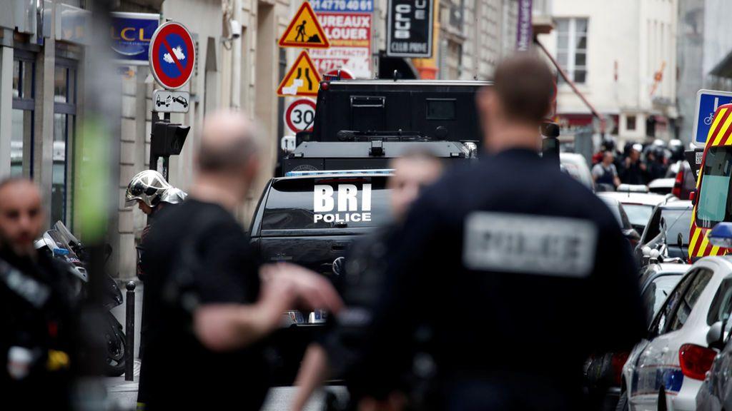 Un hombre armado toma varios rehenes y se atrinchera en un edificio del centro de París