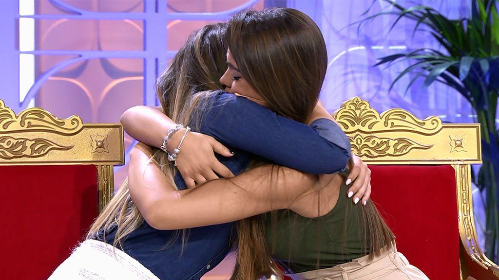Violeta vuelve al plató de 'MyH' y se funde en un largo abrazo con Sophie