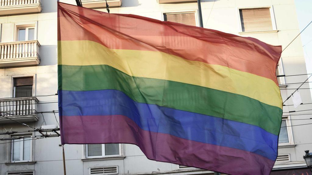 """Un arrendador niega el alquiler a una pareja gay porque los vecinos """"no lo entenderían"""""""