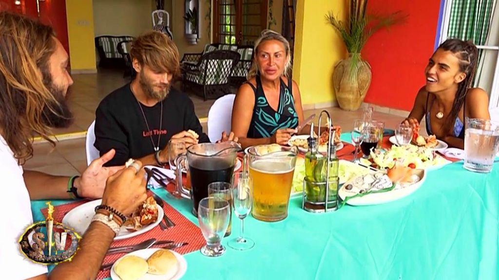 El primer banquete de Sofía, Logan, Raquel y Sergio lo protagonizan ¡las críticas a sus compañeros!