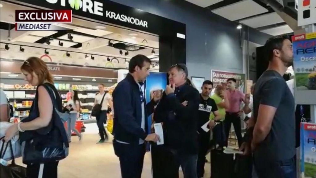 Imágenes exclusiva de Mediaset: Lopetegui, cabizbajo, se despidió del Mundial charlando junto a Camacho