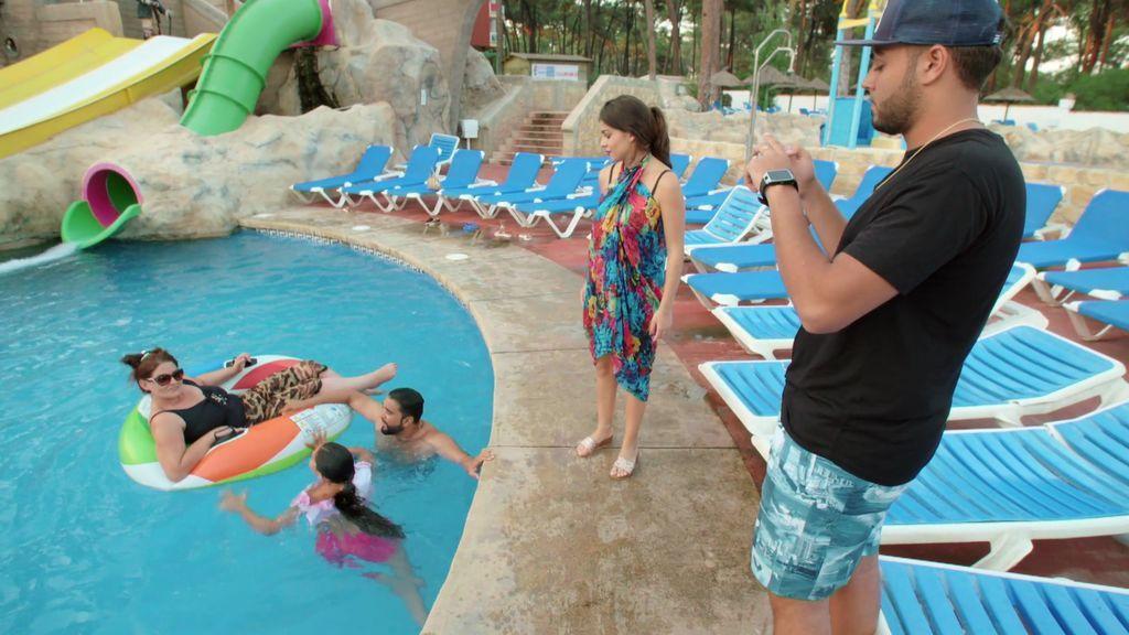 Vacaciones en Marbella: Rebe y José disfrutan de una luna de miel… en familia