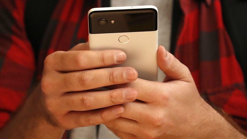 La lectura prolongada en el 'smartphone' aumenta el 90% de los problemas oculares