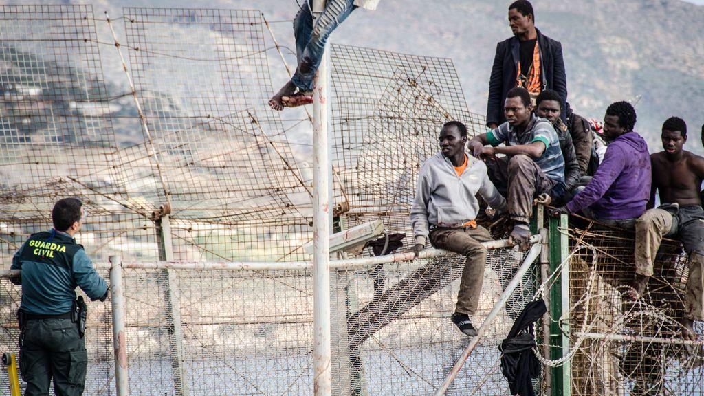Policía y Guardia Civil apoyan la retirada de las concertinas en Ceuta y Melilla pero piden refuerzos