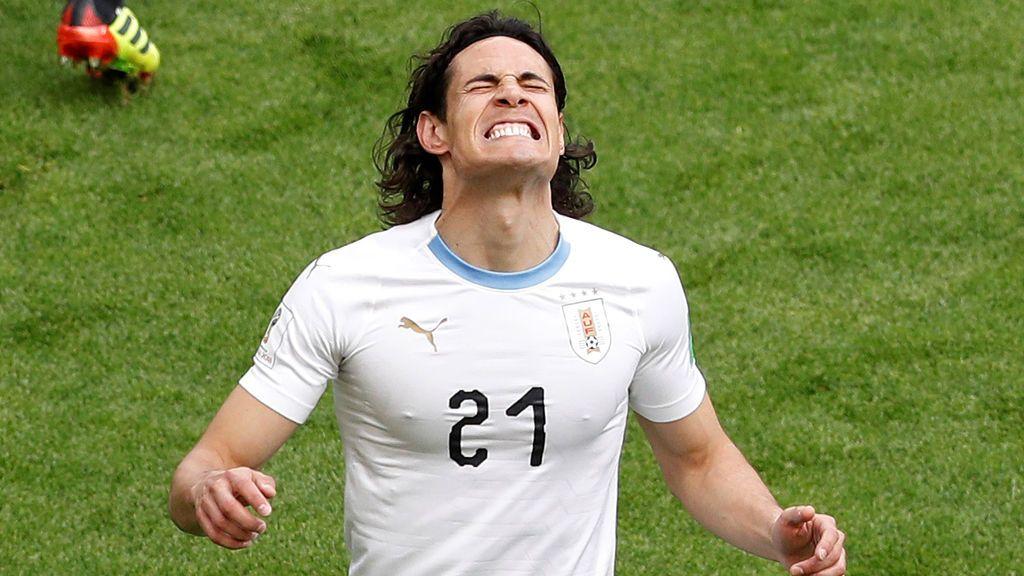 ¡No se lo cree Cavani! Espectacular estirada de El-Shenawy ante la volea del jugador uruguayo