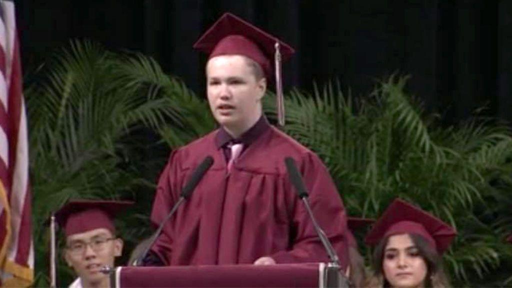 Un chico con autismo (que generalmente no habla) da el discurso de su vida