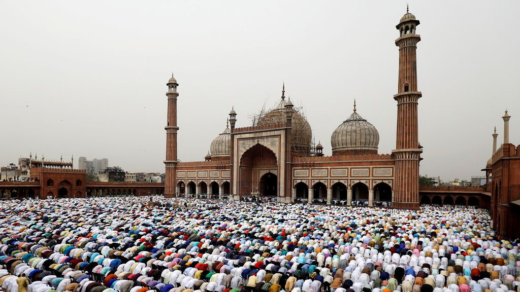 Ayuno del Ramadám en la mezquita de Jama Masjid, en Delhi