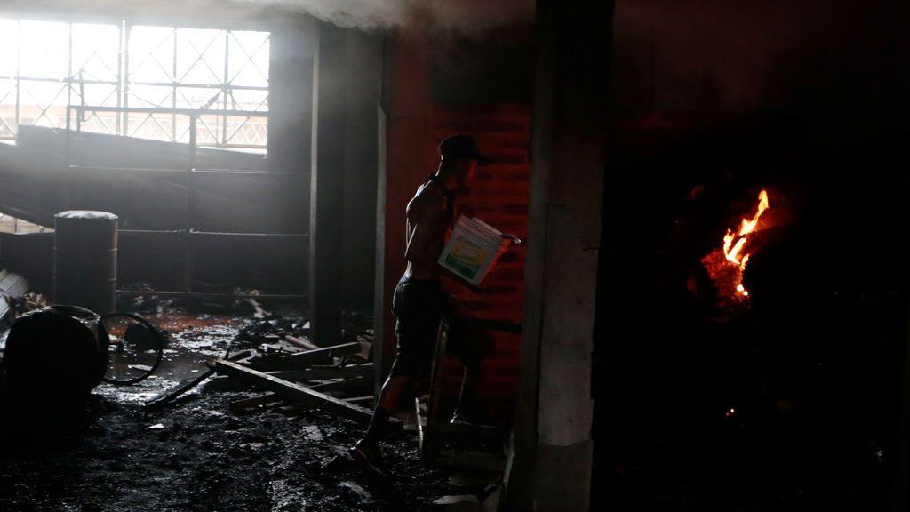 Incendio en una vivienda tras las protestas en Nicaragua contra el Presidente Daniel Ortega