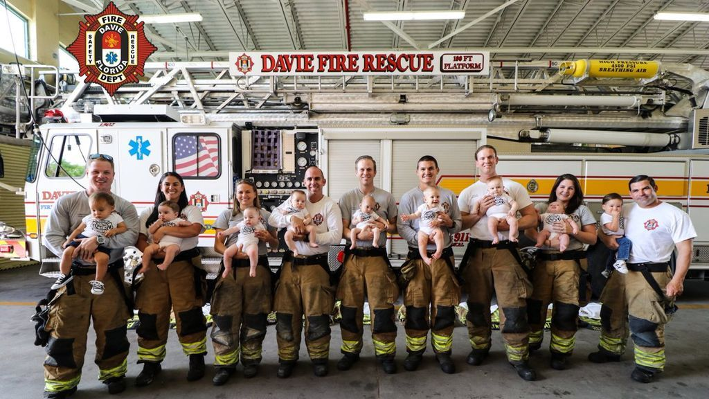 Estos bomberos han ayudado a nacer a 9 bebés en solo 10 meses