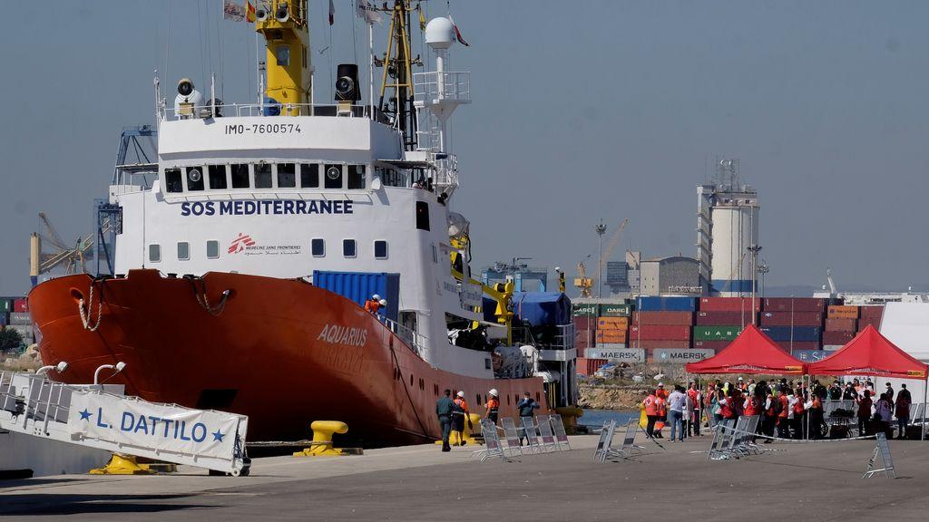 El Dattilo y el Aquarius atraca en Valencia con los migrantes rescatados