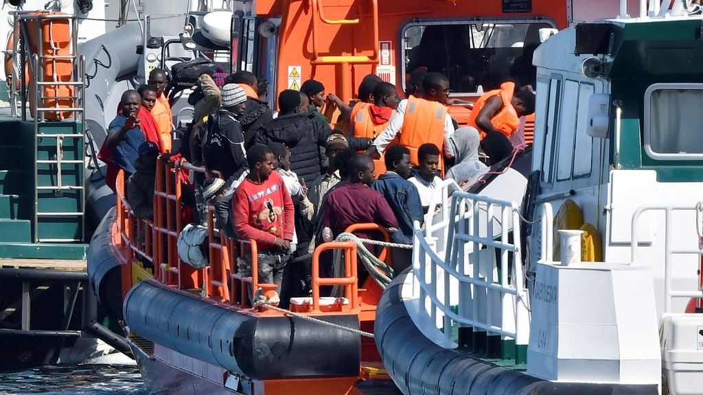 Rescatan a 1.100 personas de 72 pateras en las costas andaluzas desde el viernes