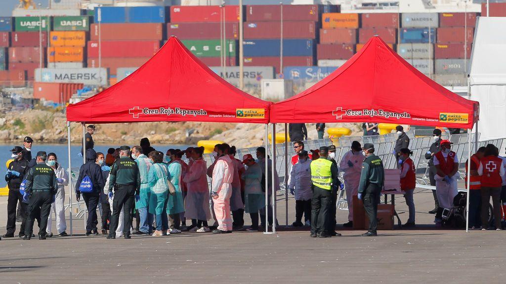 Conceden un permiso de 45 días por motivos humanitarios a los migrantes de la flotilla del Aquarius