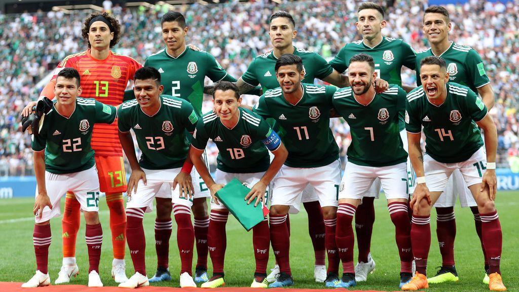 El vídeo viral de la señora que santigua a todos los futbolistas mexicanos