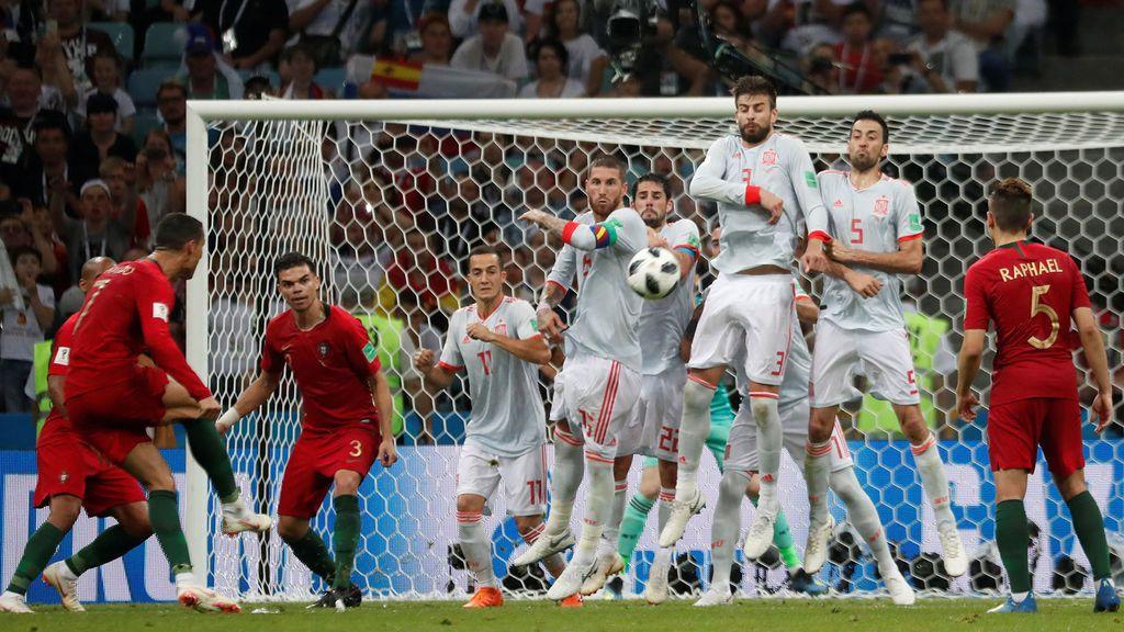 Cristiano Ronaldo marca el tercer gol a la selección española el 15 de junio de 2018 en el Mundial de Rusia.