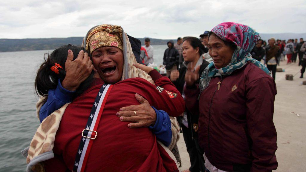 Desesperación ante la desaparición de un ferry en Indonesia