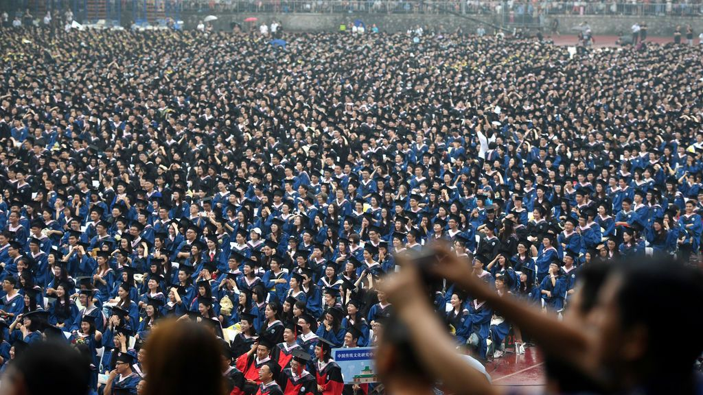 Multitudinaria graduación en una universidad de China