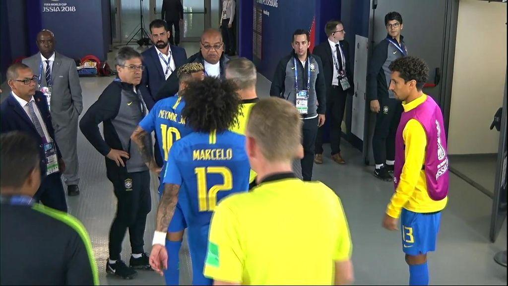 Marcelo tiene que llevarse a Neymar tras pedir explicaciones al árbitro en el túnel de vestuarios