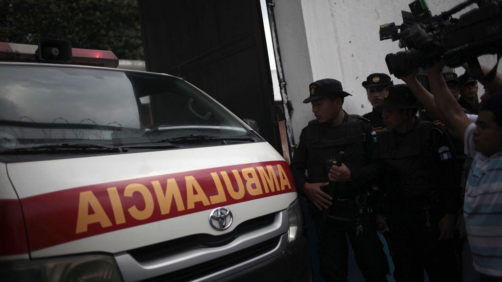 Mueren diez escolares al despeñarse su autobús en Guatelama