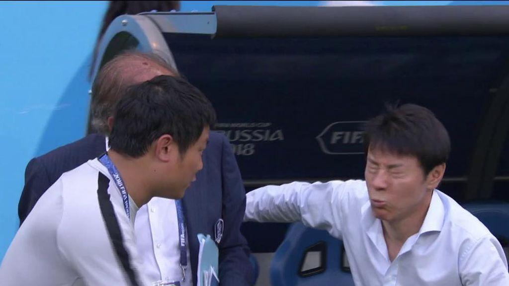 La cara del entrenador de Corea del Sur al escuchar los consejos de Toni Grande