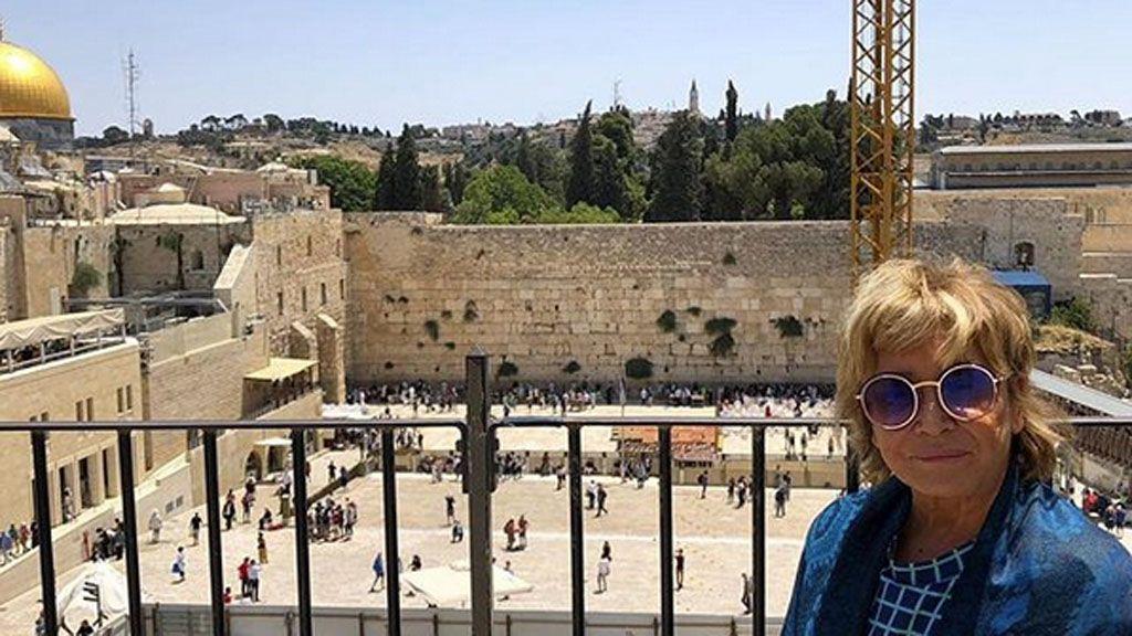 En el muro de las lamentaciones y en el mar Muerto: Todas las imágenes de Mila Ximénez en Jerusalén