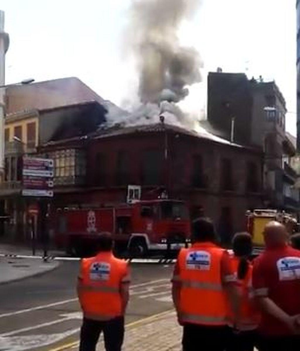 Una explosión y un incendio en un edificio obligan a desalojar varias viviendas en León