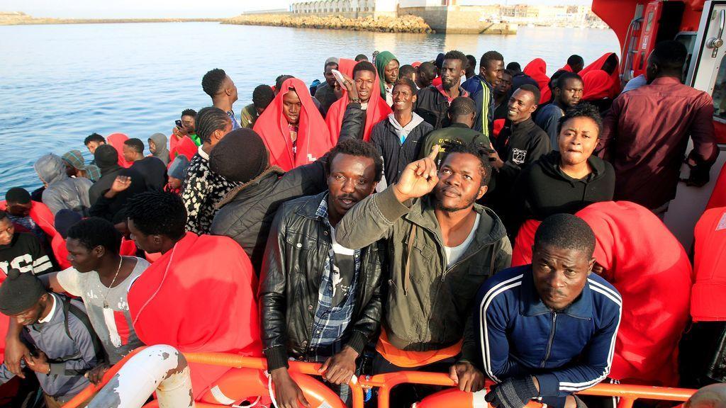 Trasladan a costas andaluzas a casi un millar de migrantes rescatados desde el sábado