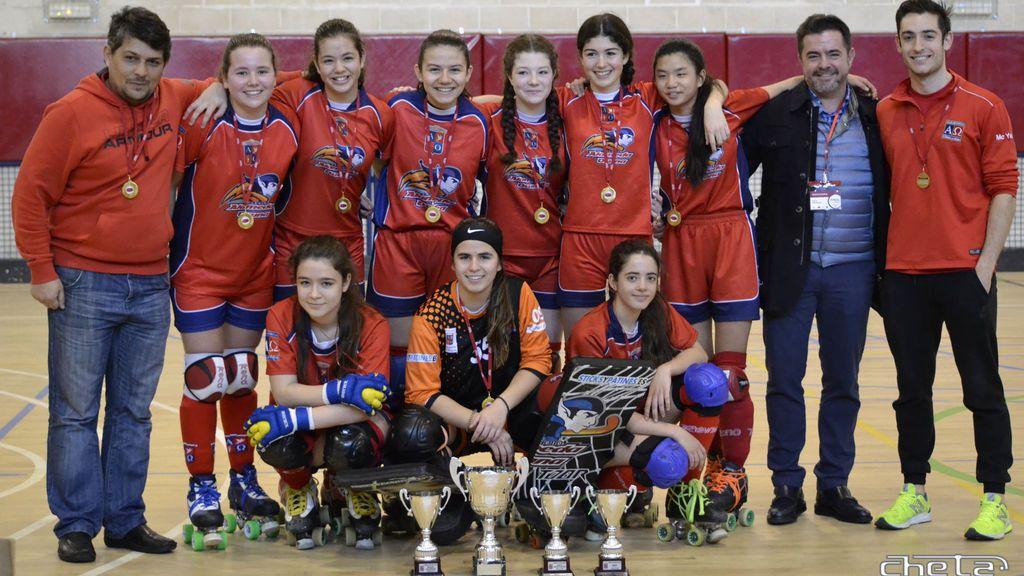 El equipo de hockey de chicas de 14 años que ha ganado la liga femenina… ¡y la masculina!