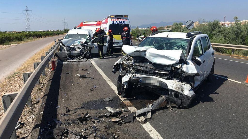Muere una mujer y otra resulta herida en una colisión de dos turismos en Castellón