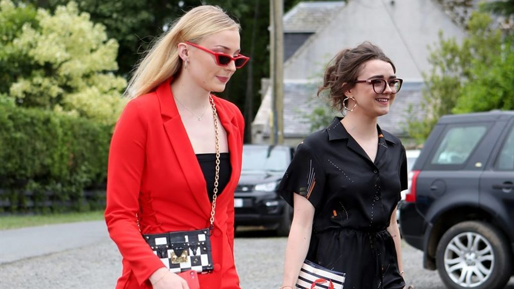 Sophie Turner (Sansa) y Maisie Williams (Arya).