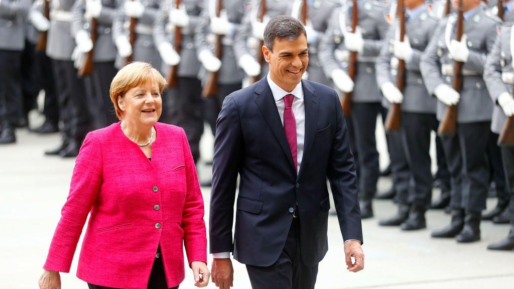 Primer contacto entre Sánchez y Merkel