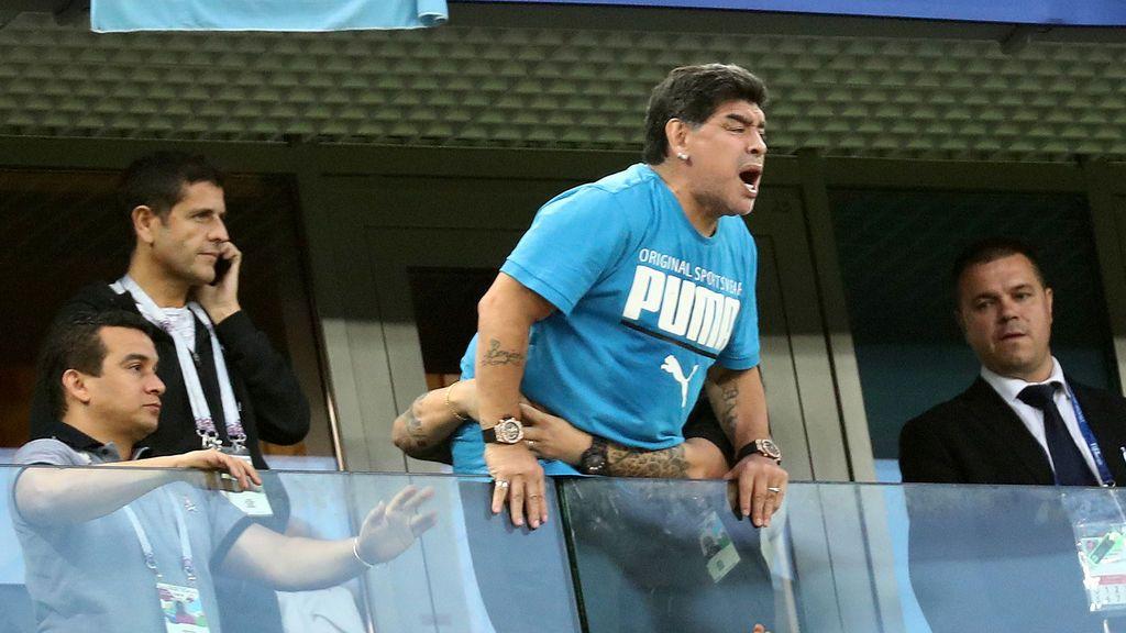 La montaña rusa de Maradona y otros memes épicos tras su 'show' en el Nigeria - Argentina