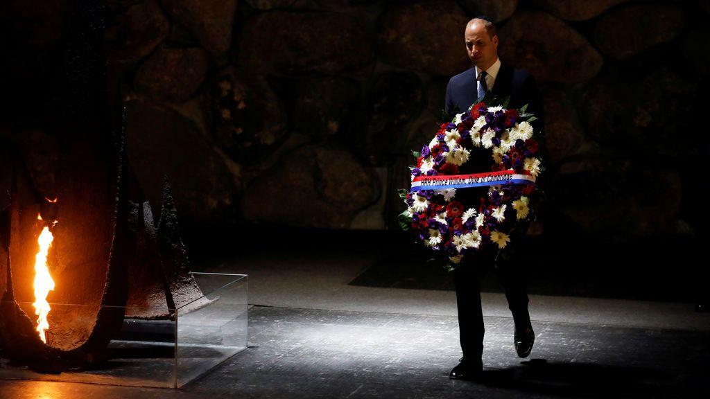 El Príncipe William rinde homenaje a las víctimas del Holocausto