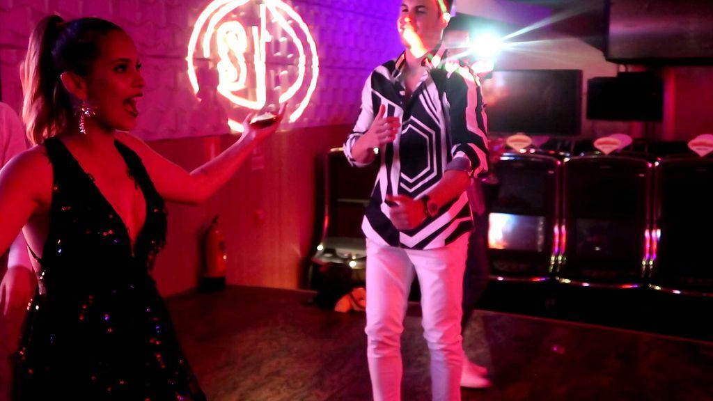 La actuación de Gloria y Kiko, el broche de oro a la fiesta de 'Supervivientes' (2/2)