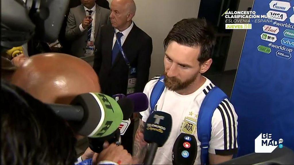 Un periodista le dio a Messi un amuleto y alucina cuando le reconoce que lo llevó en la pierna durante el partido