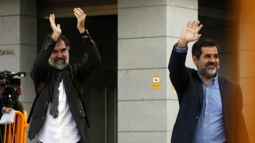 Iglesias pide la libertad de los políticos catalanes presos tras visitar a Cuixart y Sànchez