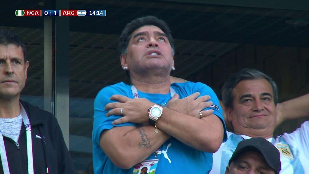 """Maradona entra en éxtasis en la grada tras el gol de Messi: """"¡Gracias, Dios!"""""""