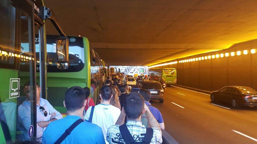 Cortado el bus-vao en Madrid por un vehículo averiado