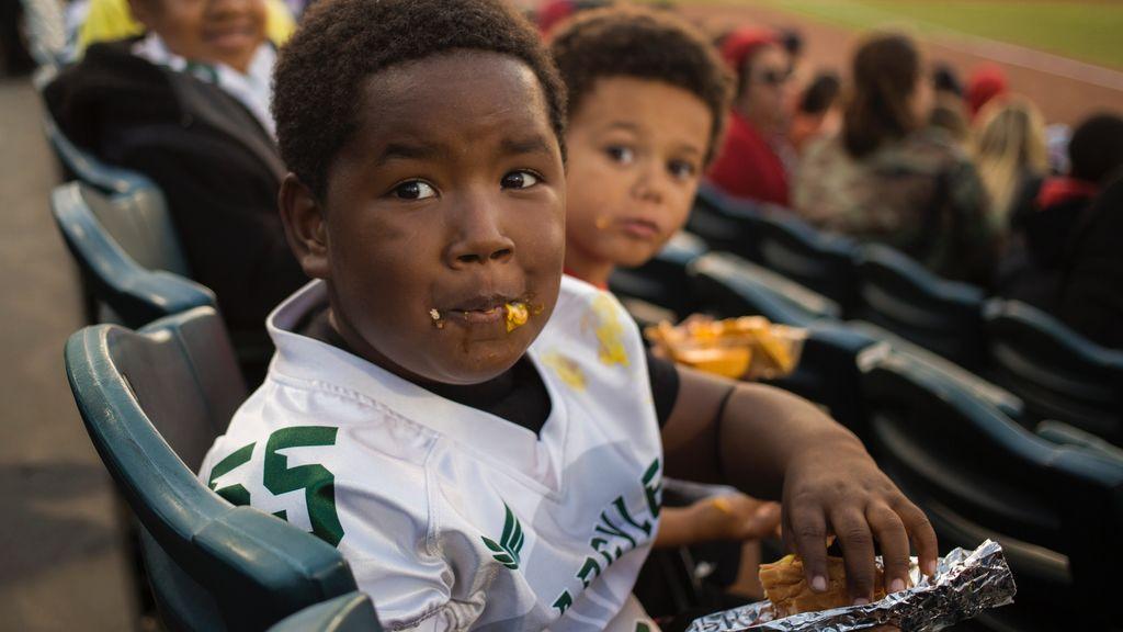 ¿Comer antes y después de hacer deporte? Los dos momentos claves en la dieta de un niño deportista